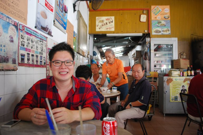 Simply Enak's Mark Ng at a a Penang kopitiam