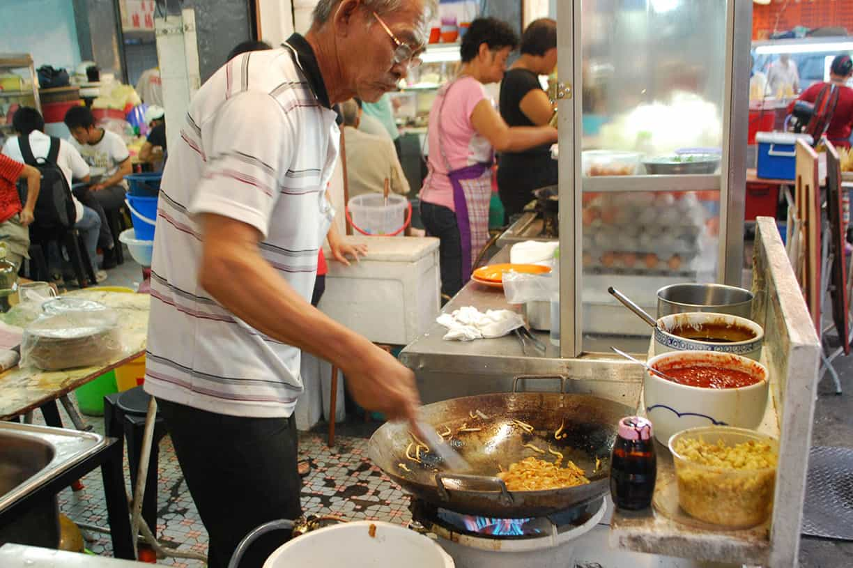 Lean Joo Sean making char kway teow at Sin Guat Keong Kopitiam